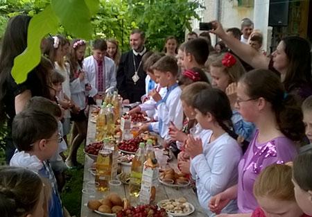 Діти воїнів АТО молилися до Улашківської Богородиці