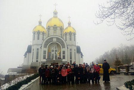 Спільні реколекції української та іспанської молоді в Зарваниці