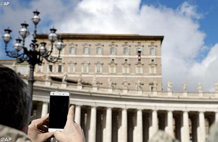Папа: до Біблії треба ставитись як до власного мобільного телефону – завжди мати під рукою