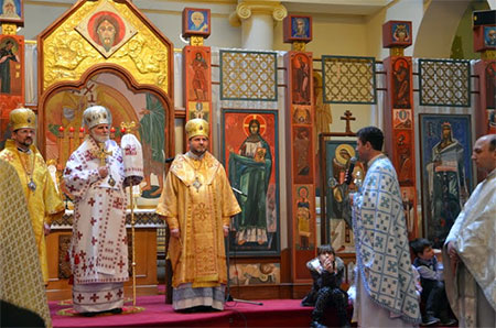 Владика Дмитро прийняв участь в святкуванні 25-и літнього ювілею священства паризького пароха о. Михайла Романюка