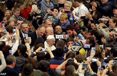 Папа: Надії вчимося у спільноті. Насамперед, від найнезначніших