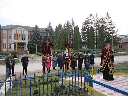 Бучацька єпархія активно долучилася до Всеукраїнської екологічної акції «Посади дерево Миру»