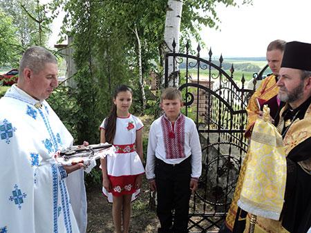 Єпископ Бучацький відвідав с. Стінка, Гусятинського деканату