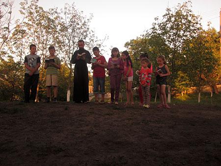 У смт. Мельниця-Подільська молодь молиться за мир в Україні