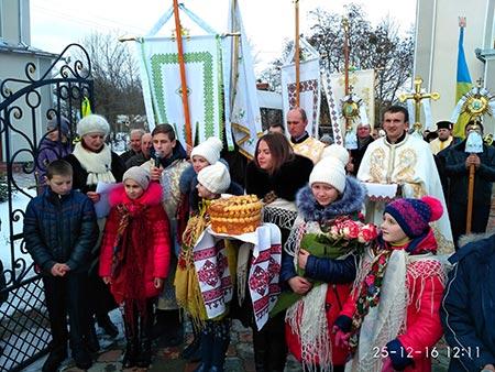 В с. Яблунів освячено новорозписаний храм