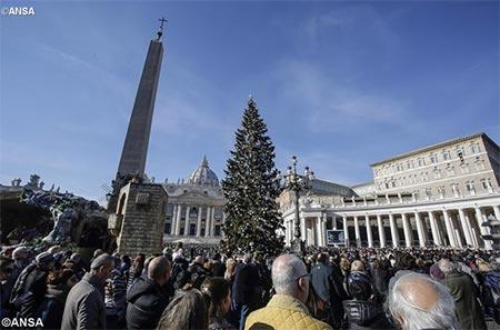 Папа: Світ ненавидить християн, бо боїться світла