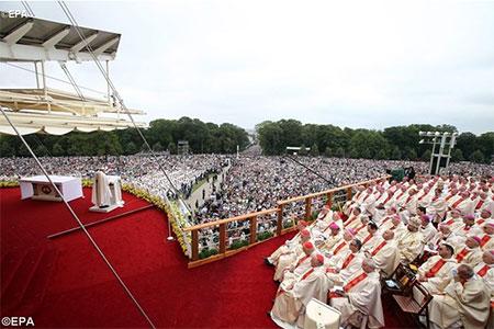 Папа в Ченстохові: Бог спасає нас, ставши близьким та конкретним