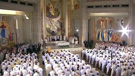 Папа: священики та богопосвячені особи покликані ділами милосердя продовжити писання Євангелії
